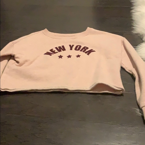 H&M Other - Cropped long sleeve shirt